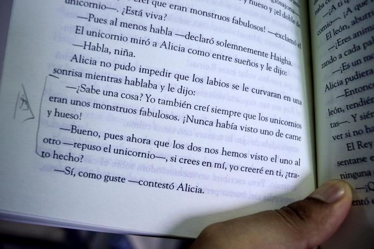 """""""Alicia en el país de las maravillas"""" de Lewis Carroll (fragmento)"""